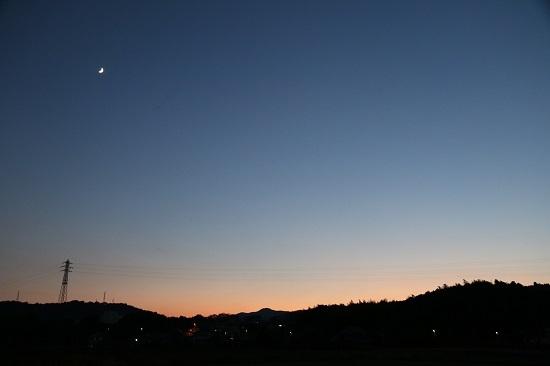 夕暮れ 三日月 お月さま
