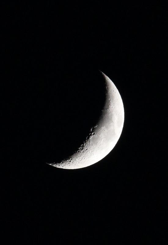 三日月 お月さま 月クレーター